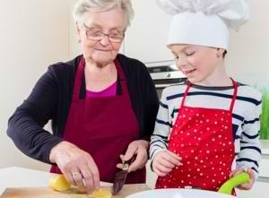 Бабушка на кухне