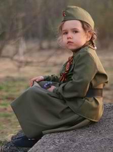 Девочка в военной форме