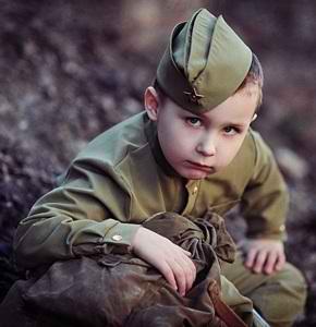 Мальчик в военной форме
